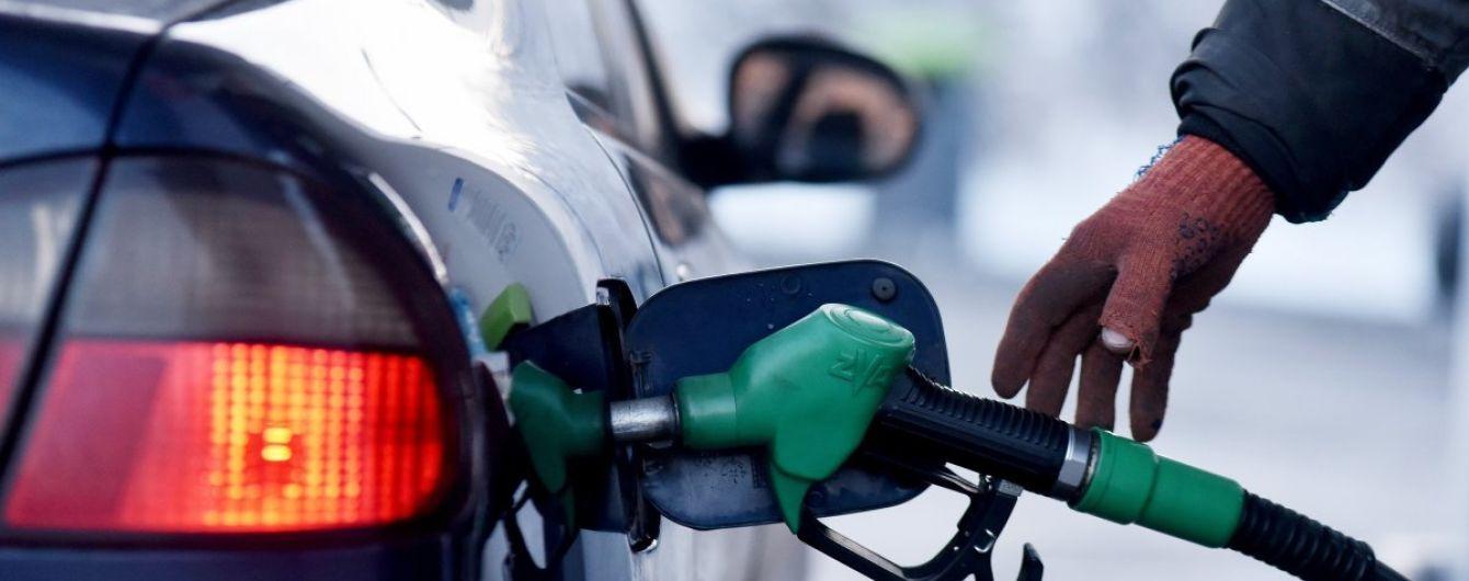 Скільки коштує заправити авто на АЗС. Середні ціни на 10 січня