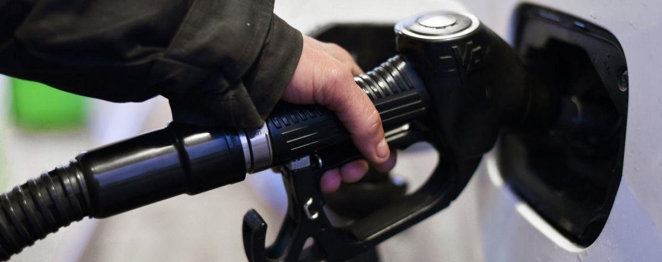 Скільки коштує заправити авто на АЗС вранці 14 лютого