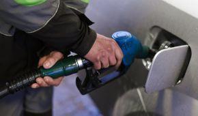 Сколько стоит заправить авто на АЗС утром 18 октября
