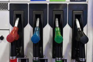 Сколько стоит заправить авто на АЗС утром 2 декабря