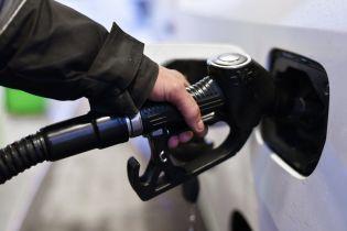 Сколько стоит заправить авто на АЗС утром 17 октября