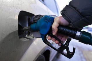 Сколько стоит заправить авто на АЗС утром 15 декабря