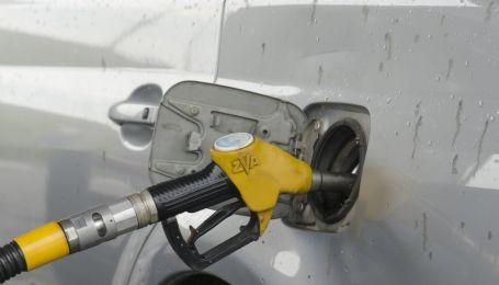 Сколько стоит заправить авто на АЗС утром 17 февраля