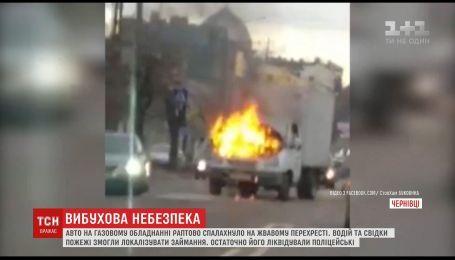 На одном из оживленных перекрестков Черновцов загорелся грузовик