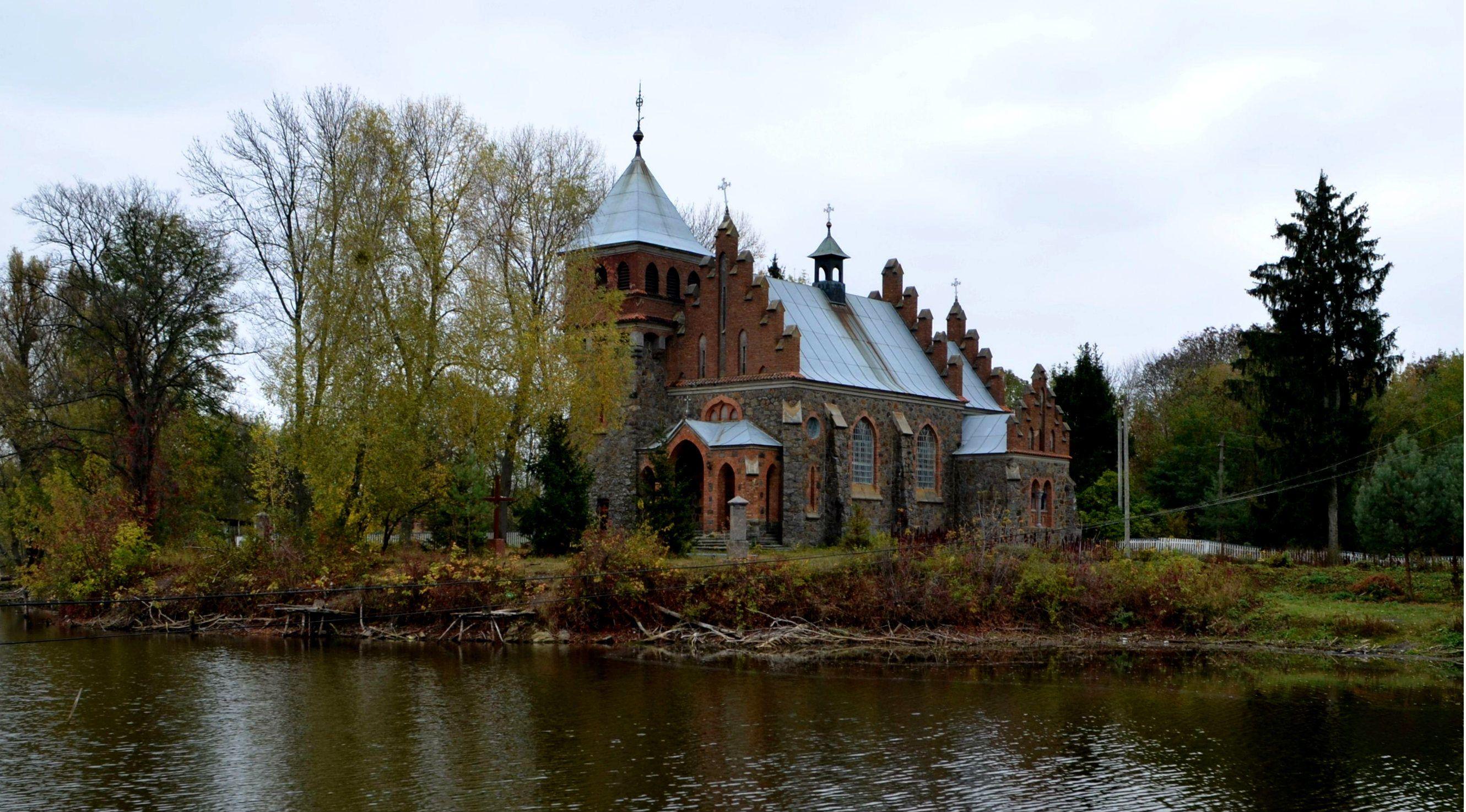 Село Голодківка, Костел святої Клари