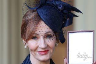 За орденом в красивой шляпе: Джоан Роулинг получила награду из рук принца Уильяма