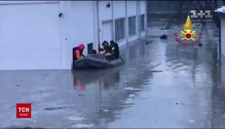 На півночі Італії розпочали евакуацію людей і тварин через повінь