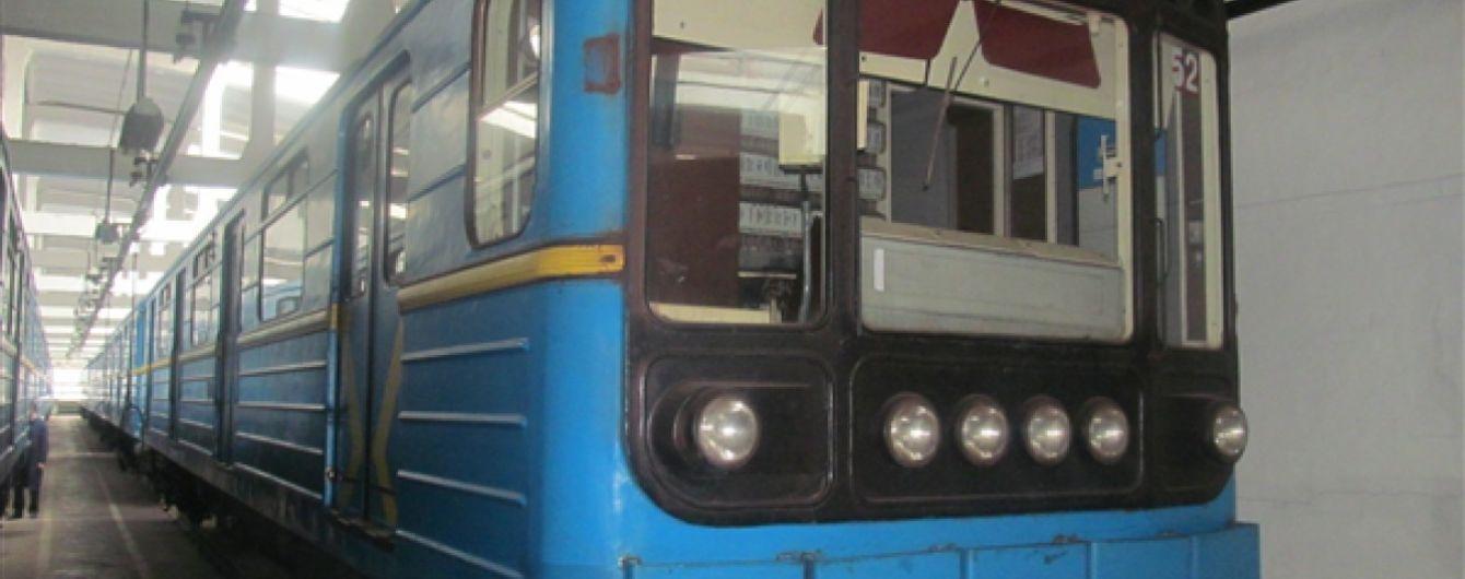 В метро Киева показали новый дизайн оповещений пассажиров в вагонах