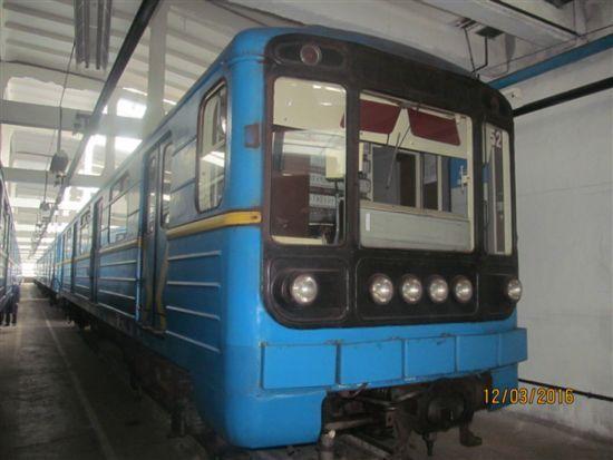 У метро Києва показали новий дизайн оповіщень пасажирів у вагонах