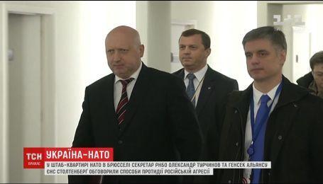 Турчинов обсудил с Генсеком НАТО способы противодействия российской агрессии