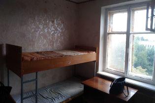 Таргани і вікна з поролоном. Як у столичних гуртожитках зустрічають студентів-першокурсників
