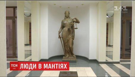 В День працівників суду ТСН дізналась, чи готові судді керуватися винятково законом