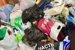 У Полтаві в інтернаті викинули на смітник речі, подаровані дітям до Дня Святого Миколая - соцмережі