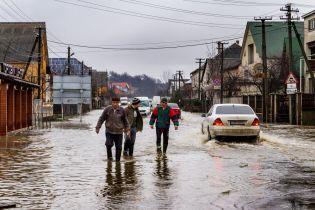 В Україні вирує негода: сотні підтоплених будинків та обірвані електродроти