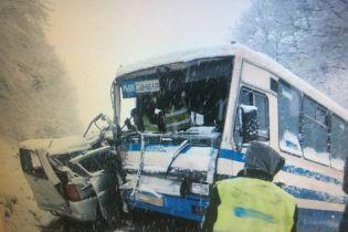 На Львівщині маршрутка з пасажирами потрапила у ДТП, є постраждалі