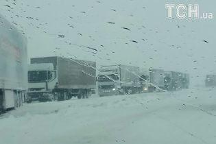 Фури заблокували дороги на засніженій Тернопільщині