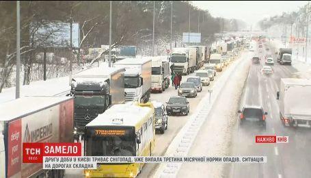 В снежном плену: Киев остановился в пробках
