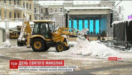 На Софійській площі тривають останні приготування до відкриття головної ялинки країни