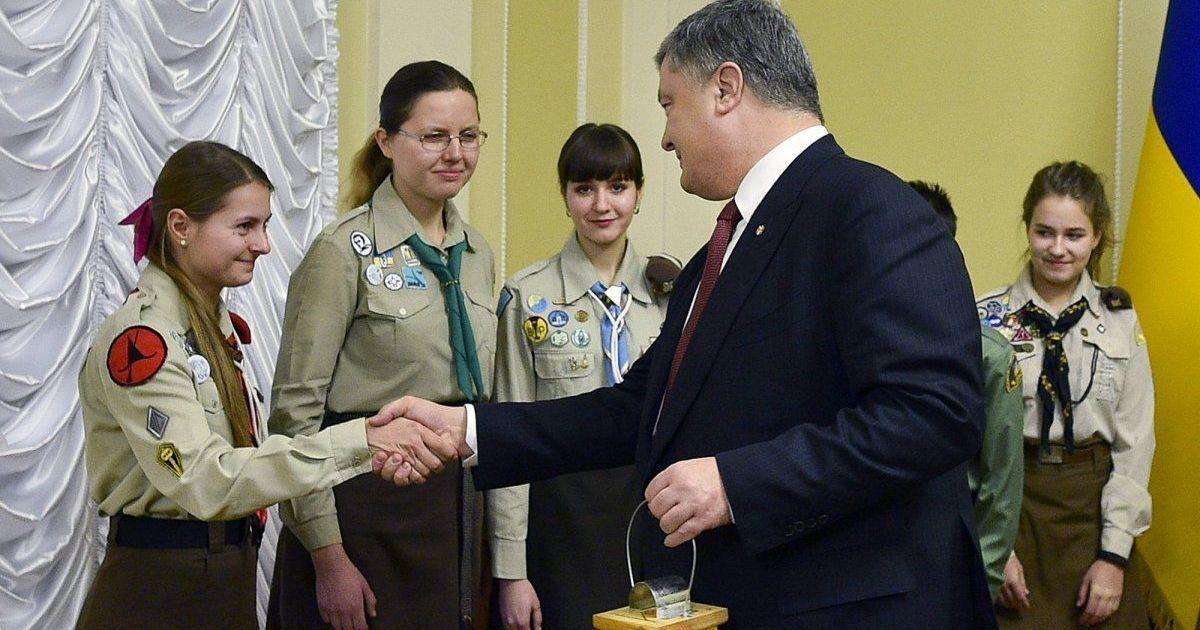 Вифлеємський вогонь миру привезли до Києва і передадуть військовим у зоні АТО