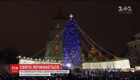 На Софийской площади киевлянам и гостям города представили главную елку страны