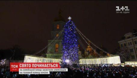 На Софийской площади засияла главная елка страны