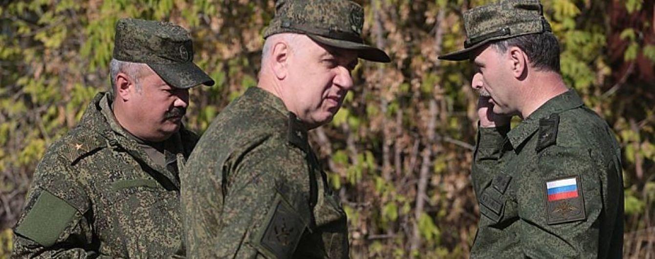 В Станице Луганской заметили боевиков в российской форме с неизвестной символикой