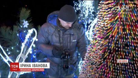На Одещині створили найбільшу в Україні ялинку з олівців