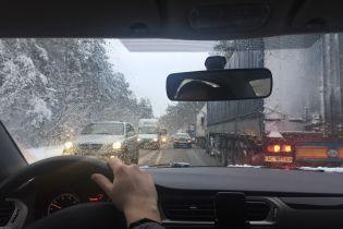 Сніг у Києві: фури до міста вже не пускають