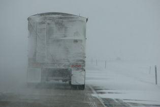 Из-за снегопада на Ивано-Франковщине ограничивали движение грузовиков