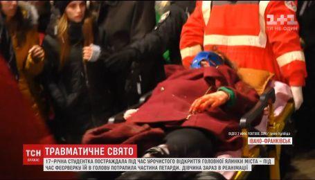 В Ивано-Франковске во время открытия елки часть петарды попала в 17-летнюю студентку