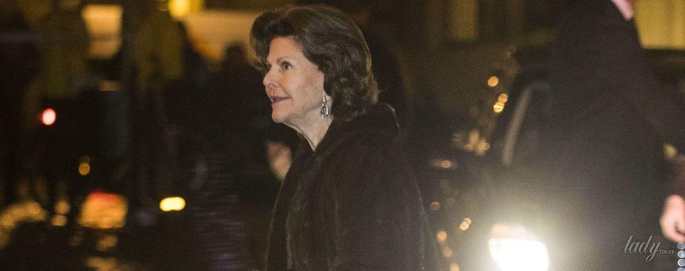 В шубе и на шпильках: эффектный выход 73-летней королевы Сильвии