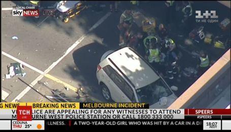 В Мельбурне автомобиль наехал на прохожих, есть пострадавшие
