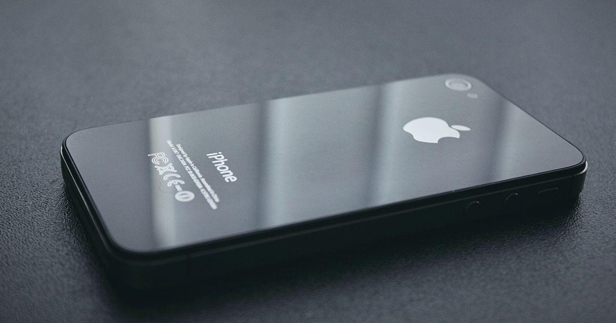 В Apple признали, что намеренно замедляют работу старых айфонов, чтобы те дольше работали