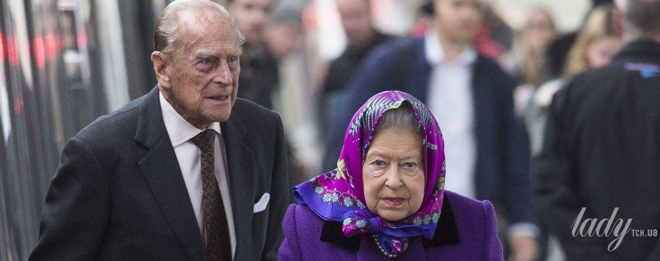 Королева на вокзале: очень яркий выход Елизаветы II