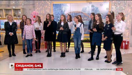 """У гостях """"Сніданку з 1+1"""" - поети Житомирської школи та вчитель Ірина Лубківська"""