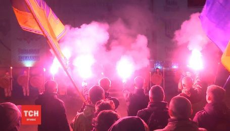 Тем, что держат небо: в Черновцах устроили огненную мистерию в честь павших за Украину