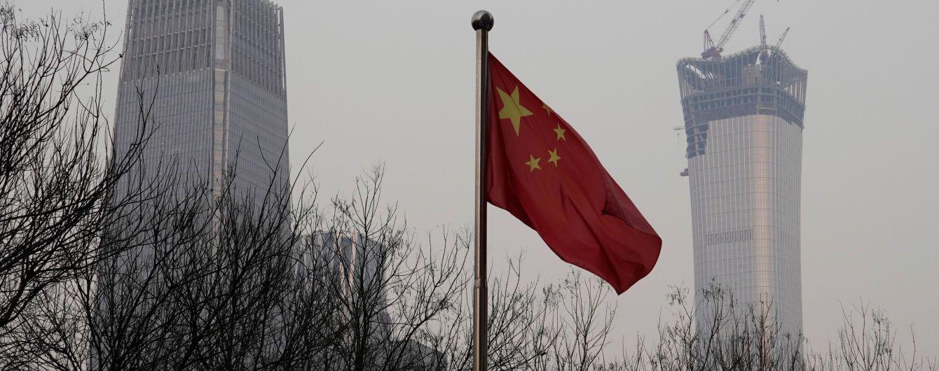 МЗС Китаю викликало американського посла, аби протестувати проти санкцій США