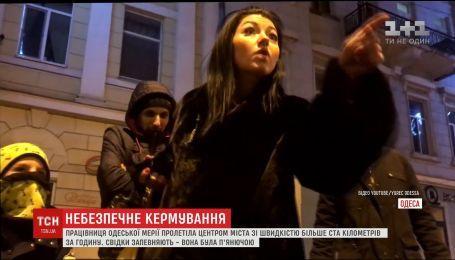 Одесская чиновница на скорости проехала по городу с ребенком на переднем сидении