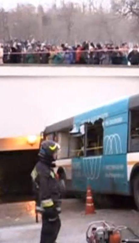 Один з виходів з метро у Москві протаранив пасажирський автобус, є загиблі