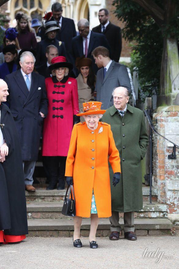Королевская семья у церкви в Сандрингеме_1