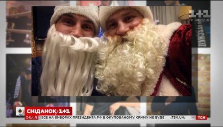 Брати Клички у костюмах Санта-Клаусів привітали шанувальників зі святами