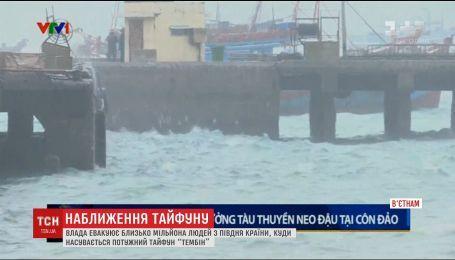 """У В'єтнамі готуються до удару потужного тайфуну """"Тембін"""""""