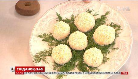 Руслан Сеничкин приготовил новогоднюю закуску с крабовыми палочками в прямом эфире