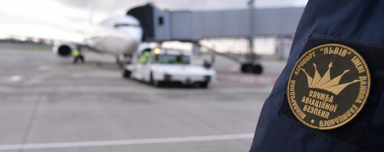 Во Львове самолет выкатился за пределы взлетной полосы, аэропорт не работал
