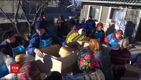 Волонтери з Буковини відправлять вантажівку із новорічними смаколиками для воїнів на фронт