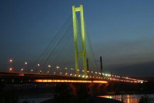 В Киеве ограничили движение на эстакаде Южного моста. Карта