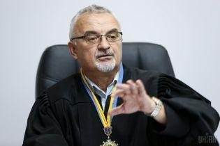 Скандальний суддя, який дав умовний вирок Крисіну, відпустив на волю двох тітушок