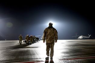 Порошенко продлил отпуска военным