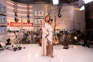 """Тина Кароль устроила концерт в прямом эфире """"Сніданку з 1+1"""" с барабанщиком Джастина Бибера"""