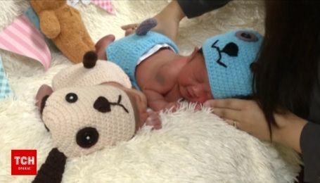 Новорожденные символы: в роддоме Таиланда детей одевают в костюмы собак